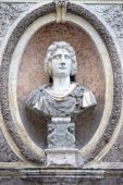 Roman emperor bas relief — Stock Photo