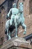 Bremen city hall statue — Stock Photo