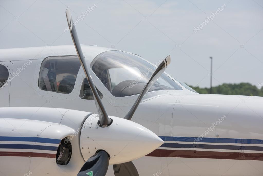 老飞机铁螺旋桨发动机详细信息