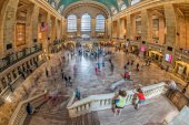 NEW YORK - USA - 11 JUNE 2015 Grand Central station is full of people — Stock Photo