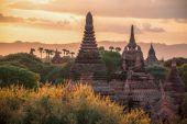 Bagan bei sonnenuntergang — Stockfoto