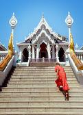 Monk in Buddha Temple Kaeo Ko Wararam — Stockfoto