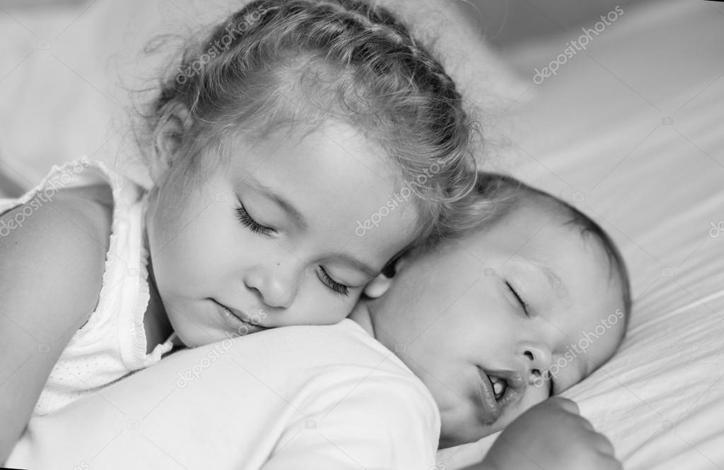 Фото сестры спящей