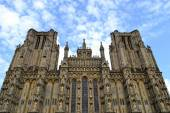 Facade from Wells cathedral — Stock Photo