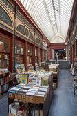 Antiquariat befindet sich in der Galerie Bortier in Brüssel — Stockfoto