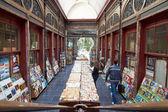 Перекупной bookshop, расположенный в Bortier галерее в Брюсселе — Стоковое фото