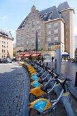 Fahrradverleih vor einem Hotel in Brüssel, in der Nähe des Hauptbahnhofs. — Stockfoto