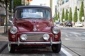 Morris Minor 1000 cabriolet geparkeerd in de straat van Brussel. — Stockfoto