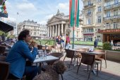 Beurs van Brussel, uitzicht vanaf een broodjeszaak. — Stockfoto