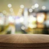 Empty wooden round table and blurred background for product pres — Stock Photo