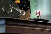 大きなデータ コンセプト ミニチュア エンジニア作業歎製図台 — ストック写真