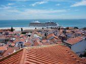 Cruise ship in Lisbon — Stock Photo