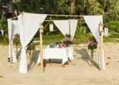 Romantic ceremony on the beach — Stock Photo