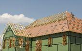 Beautiful Roof Goes On New Home — Zdjęcie stockowe