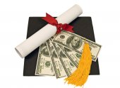 Graduation Hat With Money on Top Of Mortar Board — Stock fotografie