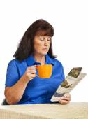 Businesswoman Drinking Coffee And Reading The News — Stock Photo