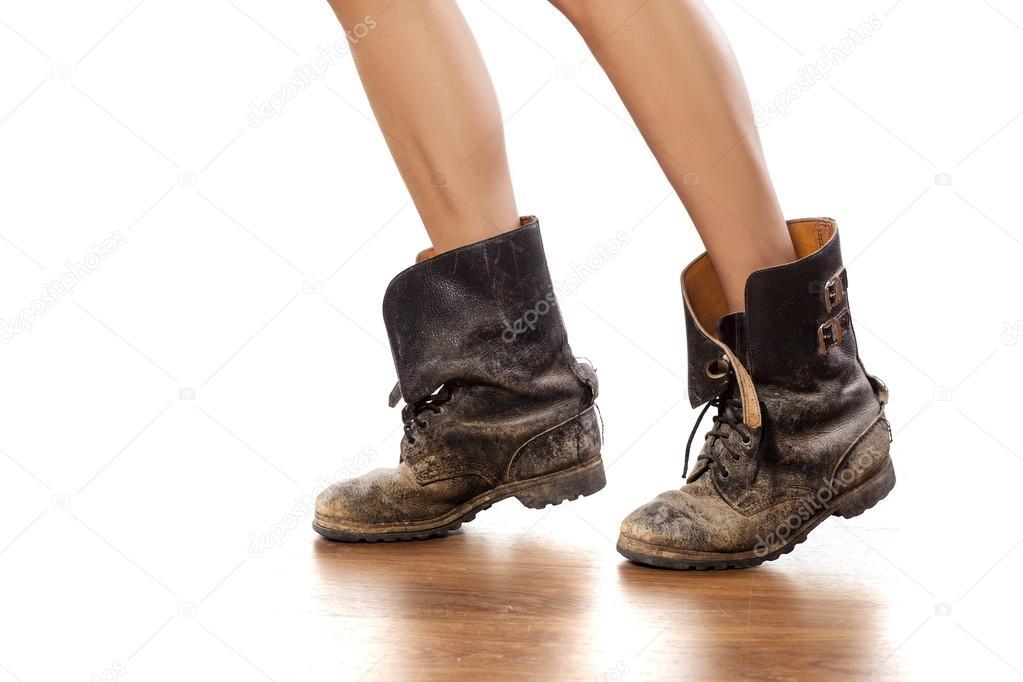 Ножки в грязных сапогах фото 340-304