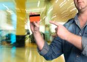 Man holding a credit card in his hand — Stock Photo