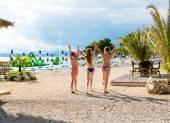 Happy girls enjoying summertime — Stock Photo