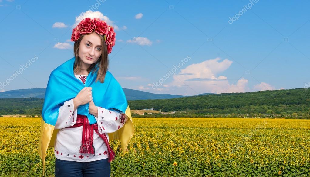 Девушка украинка в национальном костюме фото