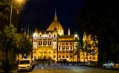 The Building of Parliament at night in Budapest — Stock Photo