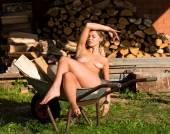Jovem bela mulher nua — Foto Stock