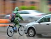 Dangerous city traffic situation  — Stock Photo