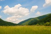 Beautiful scenic view over the Carpathian mountains — Stock Photo
