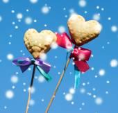 Dois biscoitos em forma de coração — Fotografia Stock