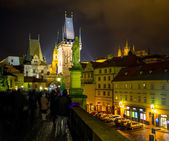 Night photo of crowdy Charles Bridge, Prague,Czech Republic — Stock Photo