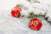 Christmas Red Ball lie in the snow — Stock Photo
