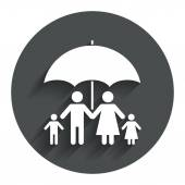 Complete family insurance icon. Umbrella symbol. — 图库矢量图片