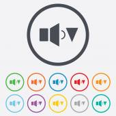 Speaker low volume sign icon. Sound symbol. — Vector de stock