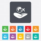 World trip insurance sign. Hand holds earth. — Stock Vector