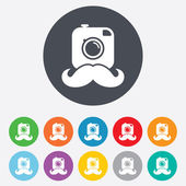 Hipster photo cameras with mustaches signs icons — Vecteur