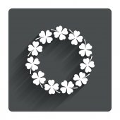 Wreath of clovers  sign. — Stock Vector
