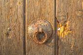 Door knob on old house in Pristina — Stock Photo