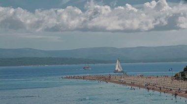 Sailboats in the sea near Zlatni Rat beach — Stock Video