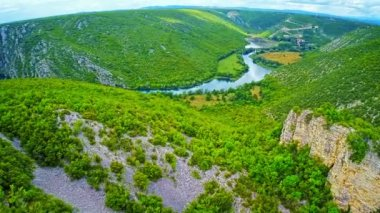 River Krka canyon aerial — Stock Video