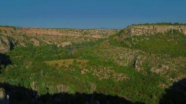Panorama of the Manojlovac waterfall at Krka river — Stock Video