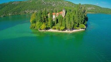 Island Visovac, aerial overshoot — ストックビデオ
