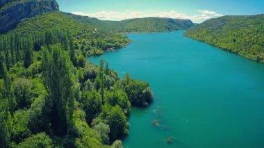 Roski Slap waterfall area on river Krka — Stock Video