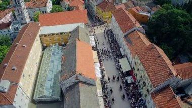 Alka procession in Sinj, aerial shot — Stock Video