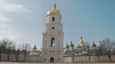 Handheld shot of Saint Sophia Cathedral — Stock Video