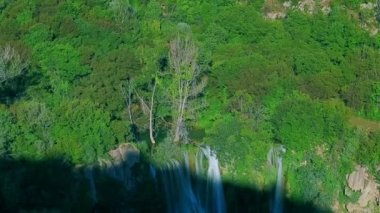 Manojlovac waterfall at Krka river — Stock Video