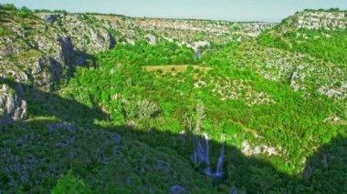 Manojlovac waterval rivier Krka — Stockvideo