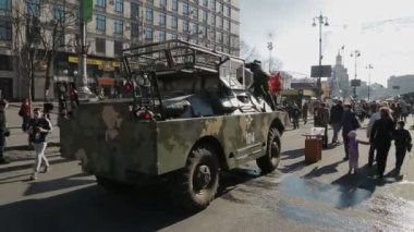 Euromaidan revolution in Kiev - Army vehicles still stands — Стоковое видео