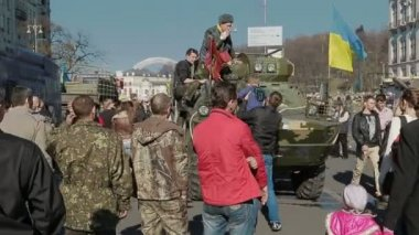 Parents with children also visited the Maidan Square — Stock Video