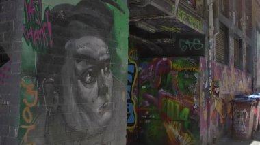 Gray graffiti of a man — Stock Video
