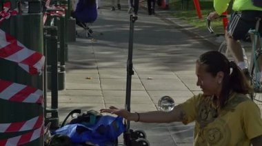 Street performer with glass ball — Stock Video